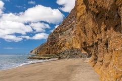 Czarnego piaska powulkaniczna plaża nad chmury wyspa halny drogowy Tenerife Zdjęcie Royalty Free