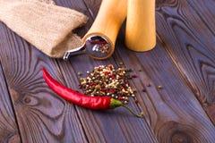 Czarnego pieprzu kukurudz, gorącego chili pieprzu i Czarnego pieprzu proszek, Fotografia Royalty Free