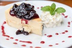 Czarnej jagody cheesecake Obrazy Royalty Free