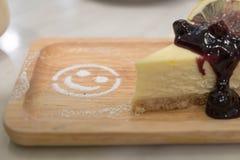 Czarnej jagody cheesecake i uśmiechu cukier obraz royalty free