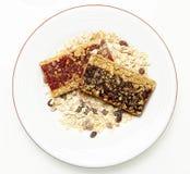Czarnej jagody i truskawki Granola bary zdjęcie royalty free