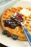 czarnej jagody masła kumberlandu gofry Zdjęcie Royalty Free