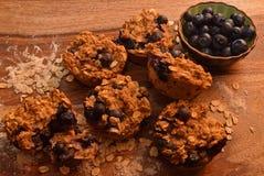 Czarnej jagody oatmeal śniadania muffins obrazy royalty free
