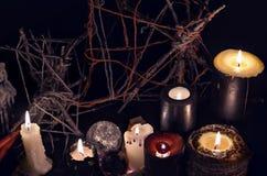 Czarnej magii świeczki przeciw złemu tłu Zdjęcia Royalty Free