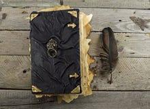 Czarnej magii książka na deskach 2 Zdjęcie Royalty Free