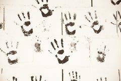 Czarnej ręki druki w ścianie Zdjęcia Royalty Free