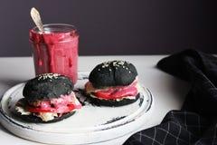 Czarni hamburgery Fotografia Stock
