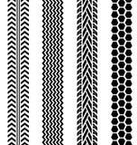 Czarni opona ślada ustawiający na białym tle ilustracja wektor