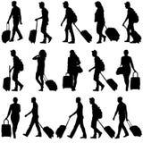 Czarni sylwetka podróżnicy z walizkami dalej Obraz Royalty Free