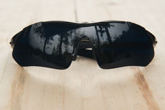 Czarni szkła na drewnie Obraz Royalty Free