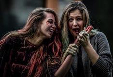 czarni włosy Halloween długiego spojrzenia makeup dyniowy seksowny strzał ja target885_0_ czarownicy kobieta zdjęcie stock