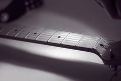 Czarno biały wizerunek fingerboard sznurka gitara retro sty Fotografia Royalty Free