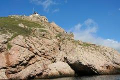 czarno na plaży rocky mountain wybrzeża morza w dziczy Zdjęcia Royalty Free