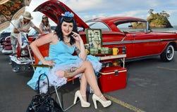 Czarnogłowa retro dziewczyna Fotografia Royalty Free