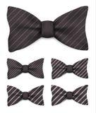 Czarny łęku krawat z bielem paskuje ustaloną realistyczną wektorową ilustrację ilustracji