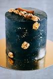 Czarny świąteczny tort w przestrzeń stylu, Zdjęcia Royalty Free