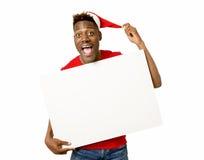 Czarny afro amerykański mężczyzna w Bożenarodzeniowej Santa billboardu kopii kapeluszowej ono uśmiecha się szczęśliwej pokazuje p Obraz Stock