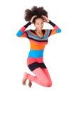 Czarny Afrykanin Amerykańska nastoletnia dziewczyna z afro ostrzyżenia doskakiwaniem Obrazy Stock