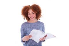 Czarny Afrykanin Amerykańska studencka dziewczyna czyta książkę Zdjęcie Stock