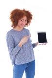 Czarny Afrykanin Amerykańska studencka dziewczyna trzyma dotykową pastylkę i Obraz Stock