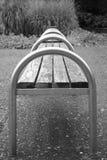 czarny ławka biel Zdjęcie Royalty Free
