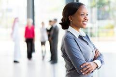 Czarny bizneswomanu okno zdjęcia stock