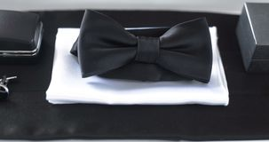 Czarny bowtie na stole fałszywy mody tła komputerowy ekranu zdjęcie wideo