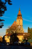czarny Brasov kościoła Jesień widok przy zmierzchem zdjęcia royalty free