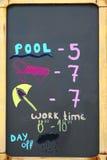 Czarny Chalkboard Z Opłaconą Plażową ceną Zdjęcie Royalty Free
