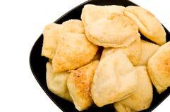 czarny chleba bochenka talerz brogujący biel Zdjęcia Stock