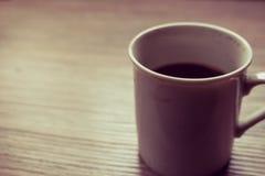 Czarny coffe na drewnianym stole Obrazy Royalty Free