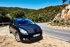 Czarny colour Peugeot 5008 zdjęcie stock