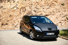 Czarny colour Peugeot 5008 zdjęcia royalty free