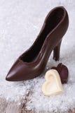 Czarny czekolada but z cukierków sercami Fotografia Stock