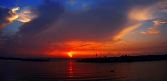 czarny denny wschód słońca błękitne niebo zdjęcie royalty free