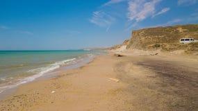 Czarny Denny wybrzeże w słonecznym dniu zdjęcie stock