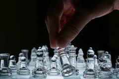 czarny deskowego czeka koniec gry biznesowego głównej atrakci kumpla strat metafory szachy monochrom nad sukcesem strategii bierz Zdjęcie Royalty Free