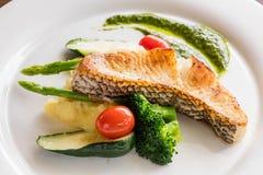 Czarny dorsza rybi stek zdjęcie stock