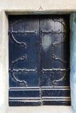Czarny drewniany drzwi średniowieczny budynek fotografia royalty free