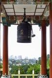 Czarny Dzwonkowy gong przy Taoistycznego Świątynnego Cebu Filipińskiego dnia jaskrawy barwiony pięknym Obraz Stock