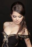 czarny elegancki modny włosy uzupełniająca kobieta Fotografia Stock