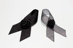 Czarny faborek; dekoracja czarny tasiemkowy ręcznie robiony artystyczny projekt dla smucenia wyrażenia odizolowywającego na biały Zdjęcia Stock