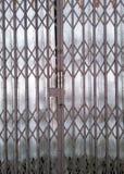 Czarny falcowanie stali drzwi zdjęcie royalty free