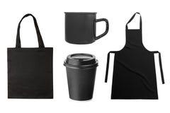 Czarny fartuch, duży ciężar torba, filiżanka, kawowy kubek na bielu obrazy stock