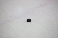 czarny hokeja lodu krążek hokojowy lodowisko Obrazy Royalty Free