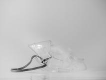 Czarny i biały brzmienie sprzętu medycznego nebuliser maska Obrazy Stock