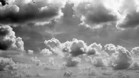 Czarny i biały chmury zdjęcie royalty free