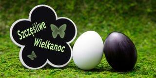 Czarny i biały Easter jajko, kwiat kształtował łupek z połysku tekstem Obraz Royalty Free