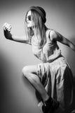 Czarny i biały fotografia biegać ładnej dziewczyny Zdjęcia Royalty Free
