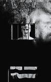Czarny i biały fotografia jest ubranym więzienia jednolitego st męski więzień Obraz Stock